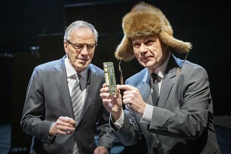 Jorma Ollila (Taneli Mäkelä) ja Pertti Korhonen (Carl-Kristian Rundman).