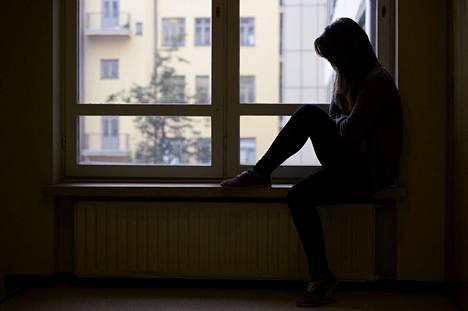 Vuoden 2017 kouluterveyskyselyssä joka viides tyttö kertoi kokeneensa kohtalaista tai vaikeaa ahdistuneisuutta. Määrä on lisääntynyt.