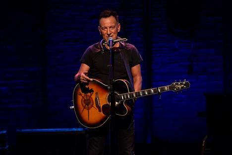 Bruce Springsteen esiintyi Walter Kerr -teatterissa New Yorkin Broadwaylla soolona ja akustisesti.