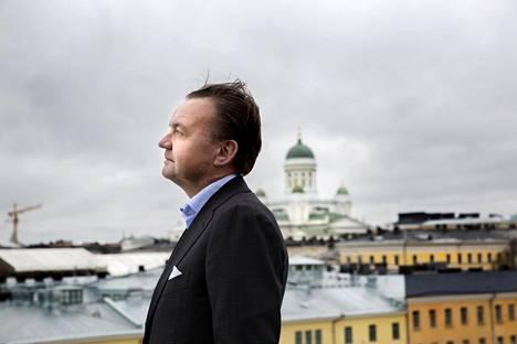 """""""Suomi hyötyy pitkään harrastetusta vastuullisesta metsäpolitiikasta, jonka takia metsää ei ole  kaadettu enempää kuin se kasvaa"""", sanoo Stora Enson toimitusjohtaja  Karl-Henrik Sundström ."""