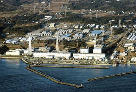 Ilmakuva Fukushiman ydinvoimalaitoksesta.