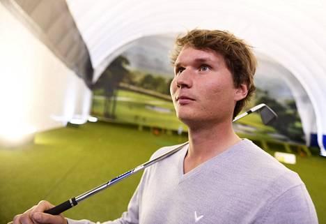 Tapio Pulkkanen golfin olympiaryhmän tiedotustilaisuudessa Helsingissä 17. joulukuuta 2019.