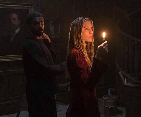 Kingsley Ben-Adir (vas.) ja Brit Marling ovat The OA:n toisen tuotantokauden päätähdet.