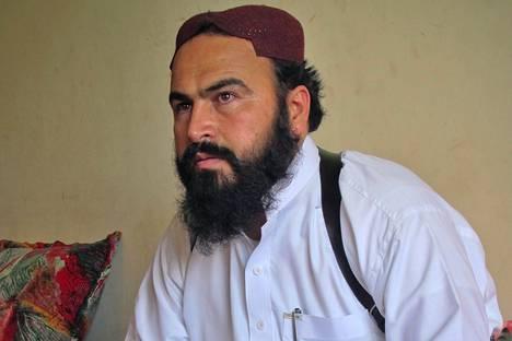 Talebanin apulaisjohtaja Wali-ur-Rehman puhui toimittajille Shawalin kylässä Afganistanin rajalla vuonna 2011.