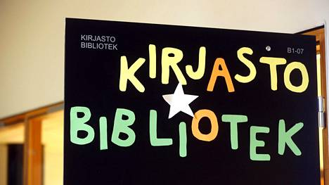 Lähes 60 prosenttia voisi ajatella laittavansa lapset kaksikieliseen kouluun. Kuva kaksikielisestä Sakarinmäen koulusta vuodelta 2013.