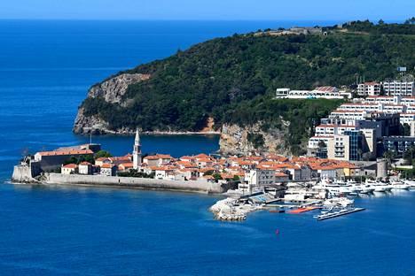Budvan kaupunki Montenegrossa odottaa rannoilleen kesäkuun alkupäivistä lähtien jälleen kymmeniätuhansia turisteja.