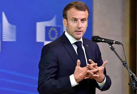 Ranskan presidentti Emmanuel Macron puhuu Euroopan unionin johtajien hätäkokouksessa 24. kesäkuuta 2018.