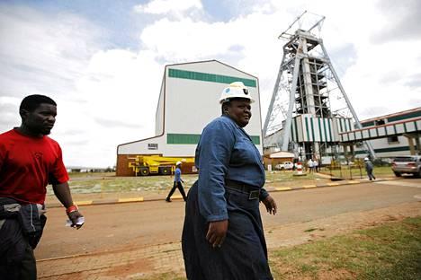 Työntekijät palasivat keskiviikkona töihin kaivokselle, jossa tiistaina sattui kuolonuhreja vaatinut onnettomuus.