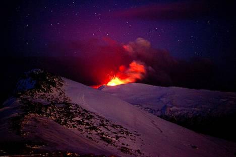 Tulivuori Eyjafjallajokull purkautui Islannissa vuonna 2010 ja häiritsi lentoliikennettä. Puolitoista vuosituhatta aiemmin islantilainen tulivuori kylmensi Euroopan.