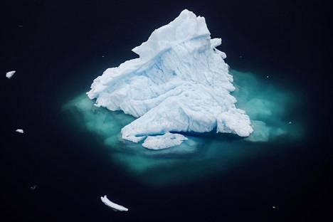 Jäävuori kellui lähellä Tasiilaqia Grönlannissa viime kesäkuussa.