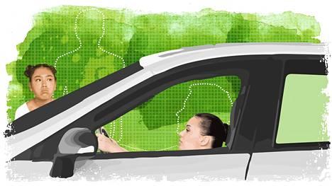 Naiset ajavat autoa usein väärässä asennossa, koska autojen turvallisuutta kehitetään mieskeho edellä.