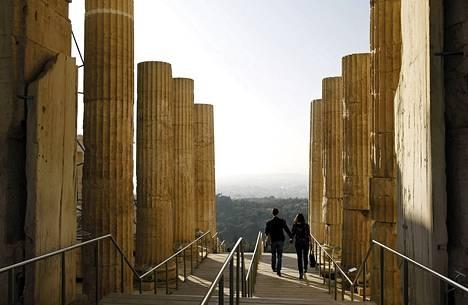 Pariskunta vieraili Akropoliin kukkulalla Ateenassa 28. marraskuuta.