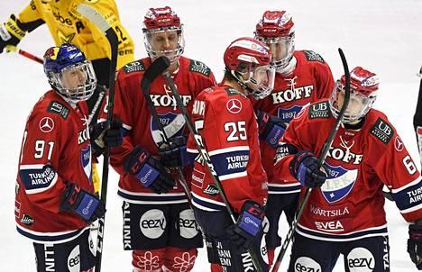 HIFK pelasi 18. joulukuuta ohjelmassa olleen SaiPa-kotipelinsä tyhjille katsomoille, ja pelaajat joutuivat käyttämään kokopleksiä kasvosuojanaan. Yleisö ei pääse katsomoon vielä 8. tammikuuta pelattavassa HIFK–JYP-ottelussakaan.