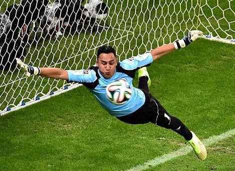 Costa Rican maalivahti Keylor Navas esitti puolivälieräottelussa Hollantia vastaan lukuisia huippupelastuksia.