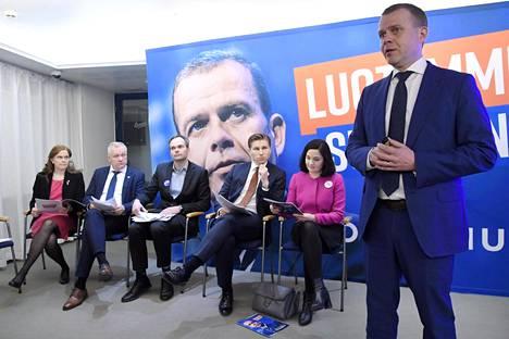 Kokoomuksen Petteri Orpo esitteli puolueen vaaliohjelman Helsingissä.