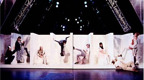 Hype-musikaali oli täynnä teknoa, tanssia ja nuoruutta. Sen lavastuksen suunnitteli Ralf Forsström.