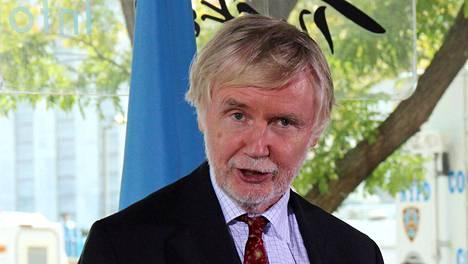 Erkki Tuomioja puhui New Yorkissa YK:n yleiskokouksen avajaisviikolla 2012. Lavalla myös YK:n silloinen alipääsihteeri Jan Eliasson.