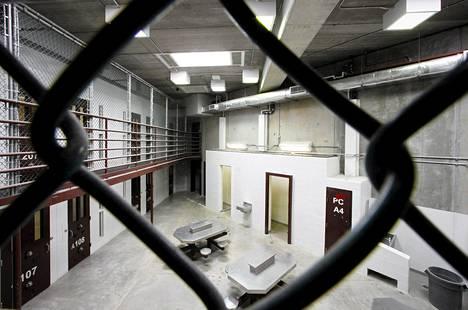 Selvityksen mukaan kidutus jatkuu Yhdysvaltain sotilasvankiloissa. Kuva on Guantanamon vankilasta viime maaliskuulta.