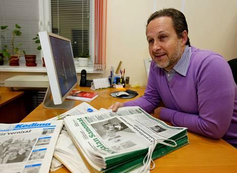 """""""Meille puhutaan, että mars holdingyhtiöön, siellä teidän on hyvä olla"""", huokaa Karjalan Sanomien päätoimittaja Mikko Nesvitski."""