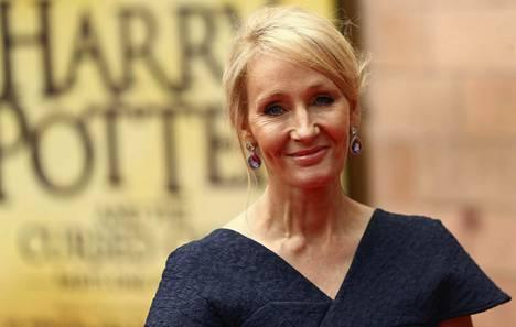 J. K. Rowling kuvattuna kesällä uuden Harry Potter and the Cursed Child -näytelmän esityksessä Lontoossa.
