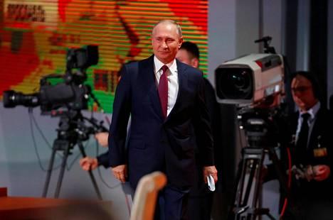 Presidentti Vladimir Putin saapui torstaina lehdistötilaisuuteensa Moskovassa.