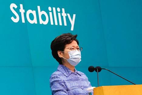 Hallintojohtaja Carrie Lam puhui medialle tiistaina.