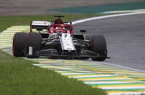 Kimi Räikkönen ajoi viidenneksi Brasiliassa.