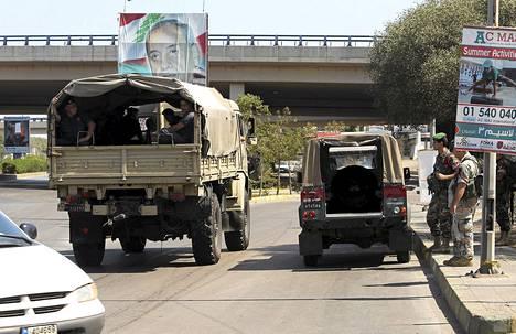 Libanonilaissotilaat partioivat Beirutin kansainvälisen lentokentän lähistöllä kaappauksen jälkeen.