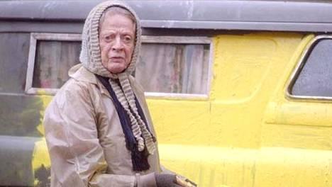 Maggie Smithin tulkitsema asunnoton nainen tuntee arvonsa.