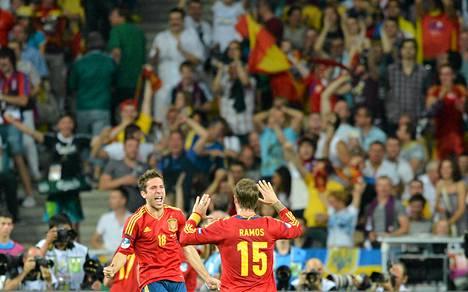 Jordi Alba ja Sergio Ramos juhlivat Espanjan toista maalia.