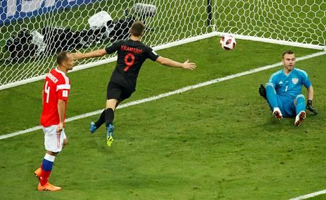 Kroatian Andrej Kramarić tuulettaa tekemäänsä maalia.