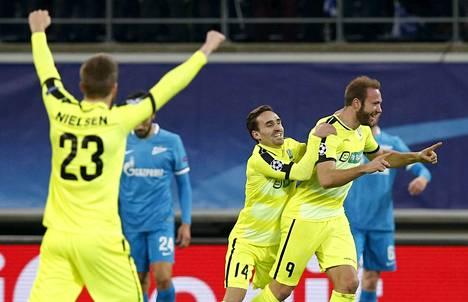 Gent kaatoi Zenitin alkulohkon viimeisessä ottelussa keskiviikkona ja pääsi juhlimaan jatkopaikkaa.