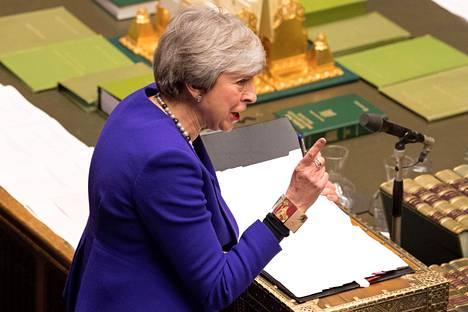 Pääministeri Theresa May parlamentissa Lontoossa tiistaina.