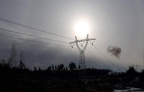 Lapväärtti Fingridin rakentamaa voimalinjaa Länsi-Suomen rannikolla Lapväärtissä. Kuva maaliskuulta 2013.