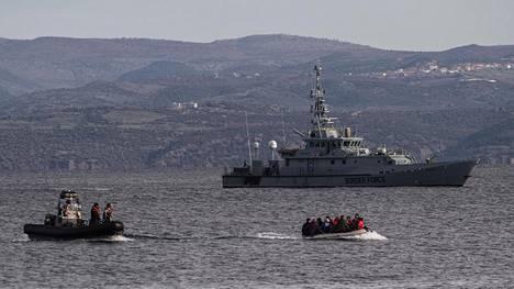 Frontexin operaatiossa palvellut brittialus HCM Valiant oli partioimassa Välimerellä, kun 15 afganistanilaista siirtolaista saapui Kreikan Lesbokselle helmikuussa 2020.