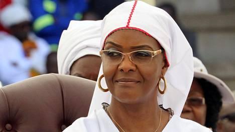 Grace Mugabe seurasi kirkkokuntien yhteistilaisuutta Hararessa marraskuun alussa.