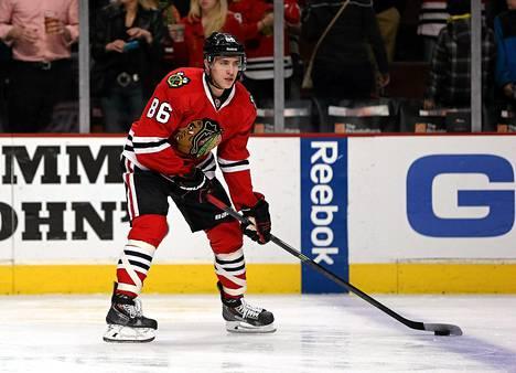 Teuvo Teräväinen debytoi NHL:ssä viime keväänä Chicagon paidassa.