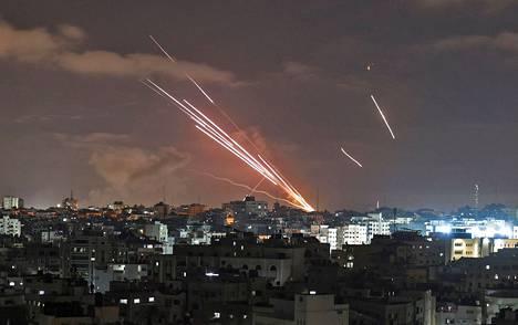 Hamas on ampunut Gazasta Israeliin noin 1 500 rakettia maanantain jälkeen.