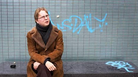 Kirjailija Timo Hännikäisen apuraha menee uuteen käsittelyyn.