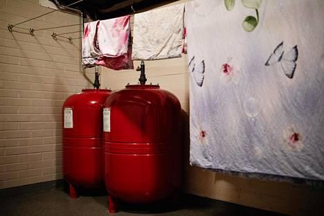Maalämpöjärjestelmä vaatii kaukolämpölaitteita enemmän tilaa. Osalle laitteista piti raivata paikat kuivaushuoneesta.