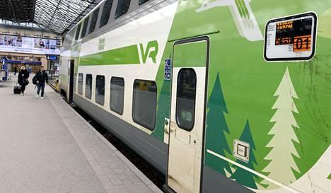 Turkuun lähdössä oleva juna Helsingin päärautatieasemalla 2016.