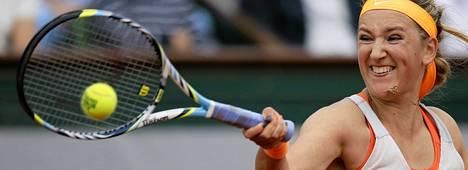 Valko-Venäjän Victoria Azarenka selvisi kehnollakin pelillä ranskan avointen puolivälieriin.