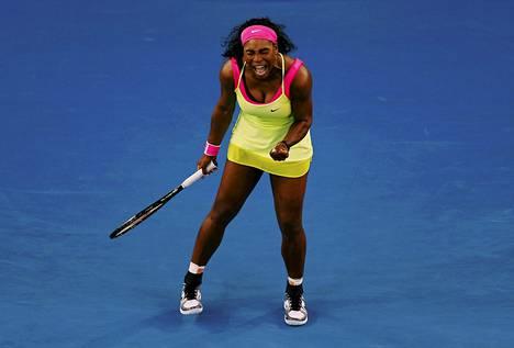 Serena Williams räjähti riemuun ratkaisupallon painuttua kenttään.
