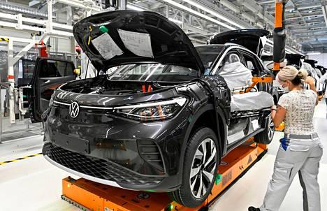 Volkswagen-konserniin kuuluva espanjalainen Seat kertoo, että tuotanto on juuri nyt täysin riippuvainen mikrosirujen saatavuudesta.
