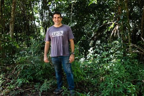 Marcelo Salazar etsii markkinoita sademetsätuotteille.