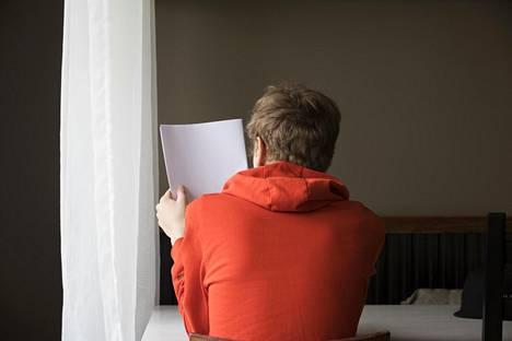 Tuoreen Pisa-vertailun mukaan yli 60 prosenttia suomalaispojista sanoo lukevansa vain jos on pakko.