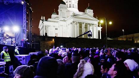 Senaatintorilla oli uuttavuotta juhlimassa 35 000 ihmistä eli 5 000 enemmän kuin viime vuonna.