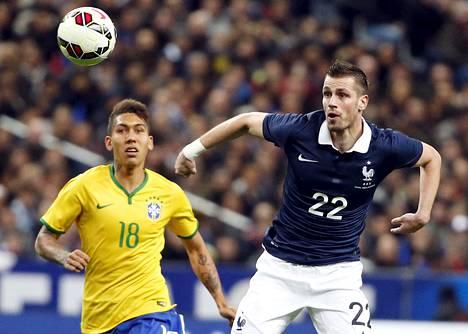 Morgan Schneiderlin Ranskan paidassa maaliskuun maaottelussa Brasiliaa vastaan.