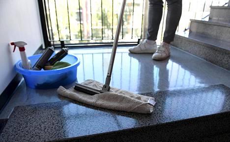HS kertoi sunnuntaina laajassa jutussa siivousalalla esiintyvästä hyväksikäytöstä.