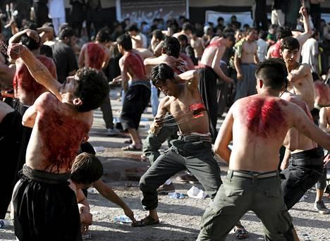 Afganistanin shiia-muslimit ruoskivat itseään Ashura-kulkueessa pääkaupungissa Kabulissa. Ashura kunnioittaa imaami Husseinin kuolemaa. Hussein oli profeetta Muhammedin pojanpoika.